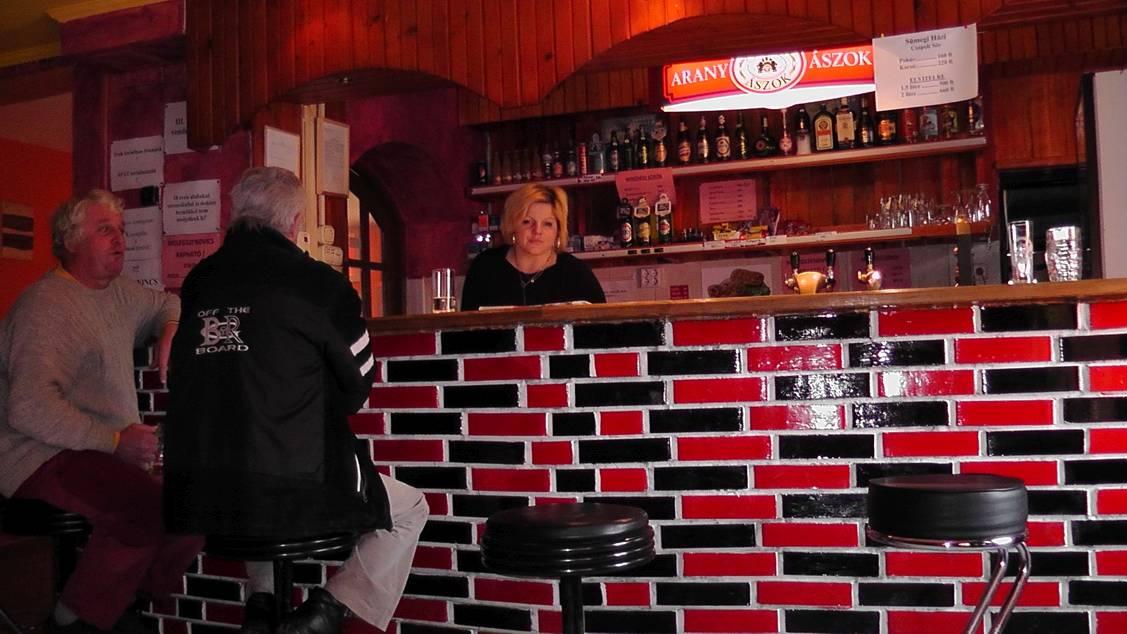 Kettős Csárda Panzió Presszó bárpult